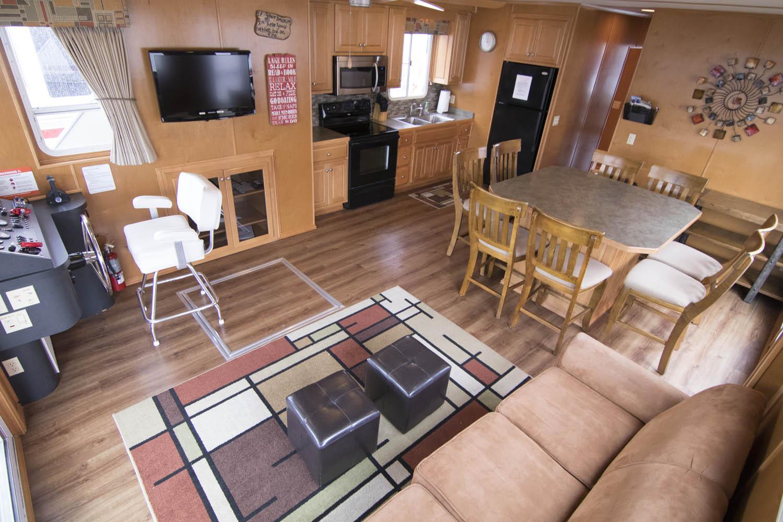 Regent Houseboat Features: